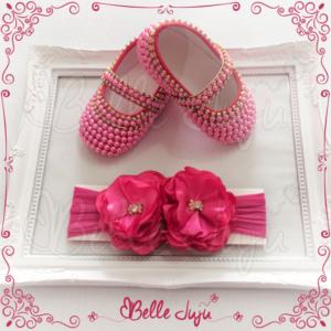 Sapatinho de Bebê Customizado com Strass e Pérolas Pink + Faixa de Meia com Flor - Kit Baby