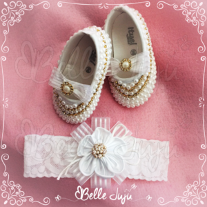 Sapatinho de Bebê Customizado com Strass e Pérolas Branco + Faixa de Renda - Kit Baby