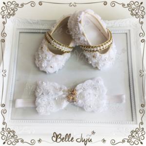 Sapatinho de Bebê Customizado com Tule Branco, Strass e Pérolas + Faixa de Renda - Kit Baby