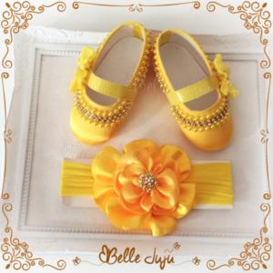 Sapatinho de bebe Customizado Amarelo com Flor + Fita com Flor