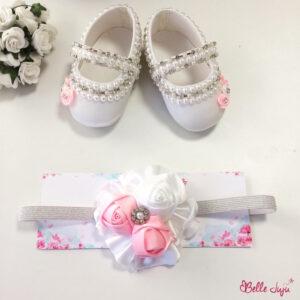 Sapatinho de bebe customizado branco com flores prata e branca e fita de bebe de flores-0